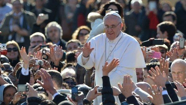 Francisco multitud