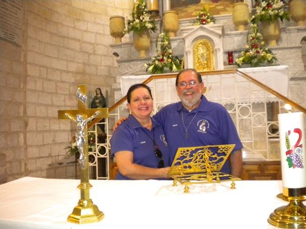 Mi esposa y yo renovando votos matrimoniales en Caná de Galilea, en el lugar que se celebraron las bodas de Caná. Jesús escogió la celebración de un matrimonio para realizar su primer milagro.