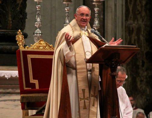 Papa_Francisco_celebra_Misa_y_habla_desde_el_ambon