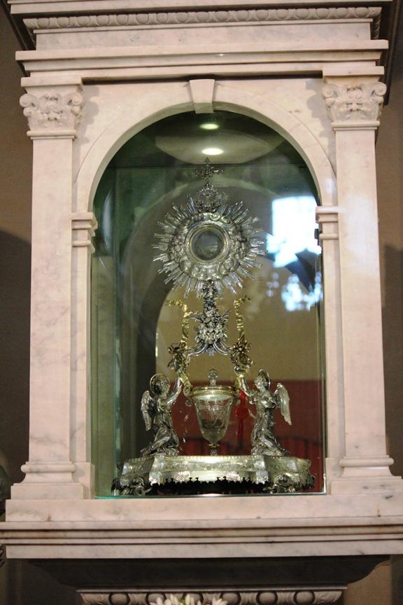 Foto del milagro eucarístico de Lanciano tomada durante nuestra peregrinación en el año 2012. En este milagro, la Ostia se convirtió en tejido de corazón humano, y el vino en sangre humana tipo AB.