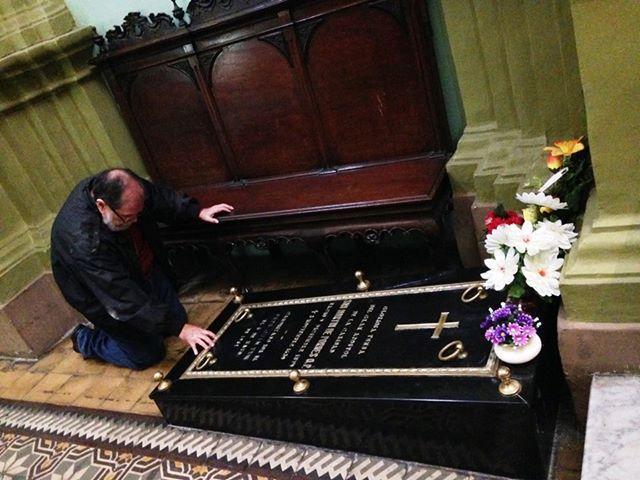 He tenido la dicha de orar sobre la tumba de este gran santo en dos ocasiones.