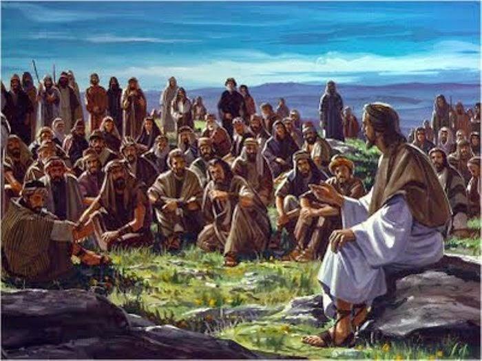 Jesus habla a la multitud