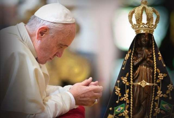 Papa Francisco ora ante virgen