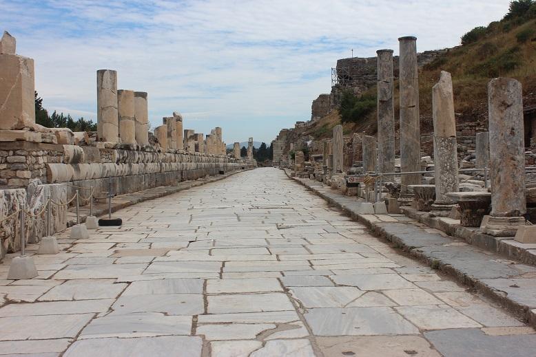 Calle principal de la ciudad de Éfeso, por donde san Pablo seguramente caminó muchas veces durante el tiempo que permaneció allí.