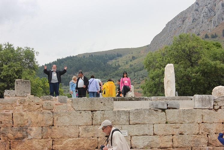 Bema de Corinto; lugar donde Pablo predicó el Evangelio en esa ciudad.
